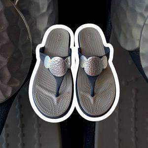 Crocs dual comfort Sanrah wedge flip flop 7
